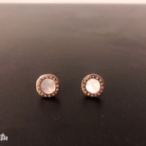 Rose gold round ear studs w mother of pearl